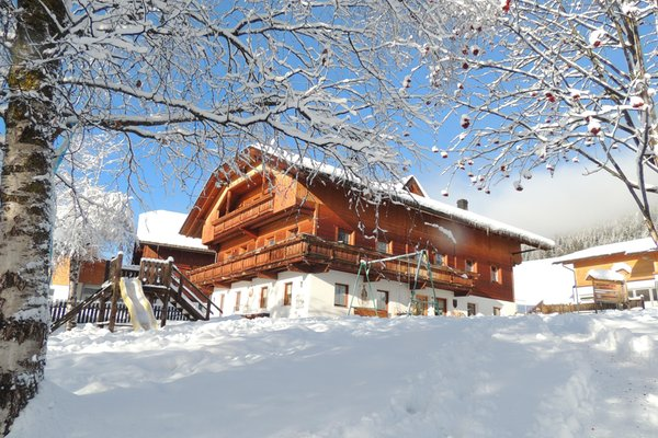 Foto invernale di presentazione Schmözlhof - Appartamenti in agriturismo 3 fiori
