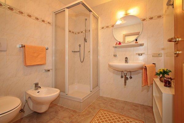 Foto del bagno Appartamenti in agriturismo Schmözlhof