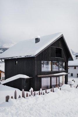 Foto esterno in inverno Larix Lodge