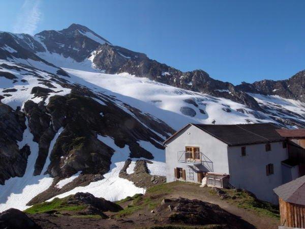 Foto invernale di presentazione Rifugio Giogo Lungo / Lenkjöchlhütte
