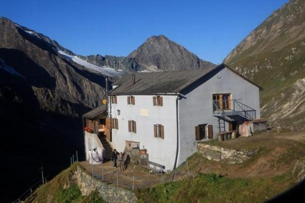 Foto estiva di presentazione Rifugio Giogo Lungo / Lenkjöchlhütte