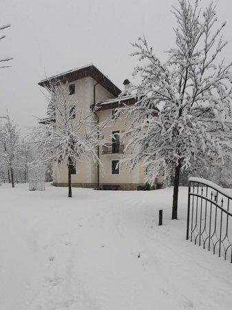 Foto esterno in inverno In Villa
