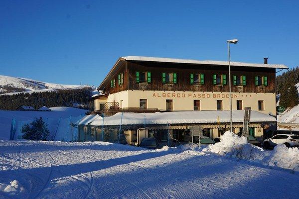Foto esterno in inverno Passo Brocon
