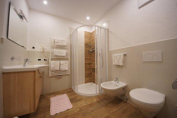 Foto del bagno Camere + Appartamenti in agriturismo Tlisöra - Speckstube