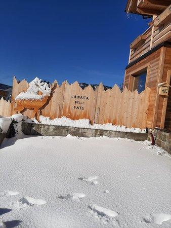 Foto esterno in inverno Chalet Resort La Baita delle Fate