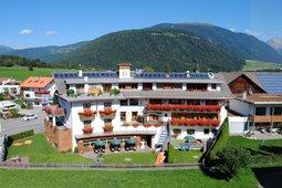 Plan de corones hotel b b e residence con piscina - Piscina sospesa plan de corones ...