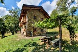 Farmhouse L'Arbo - Apartments in hut