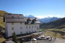 Mountain Hut-Hotel Carlo Valentini