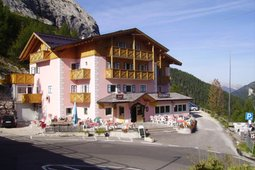 Mountain Hut-Hotel Dolomia